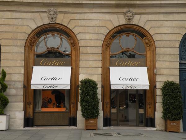 Slika41 Trk na trg: Place Vendôme, Pariz