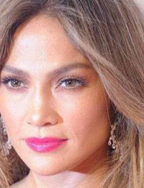 Modni zalogaj: Humanitarka Jennifer Lopez izgleda fenomenalno