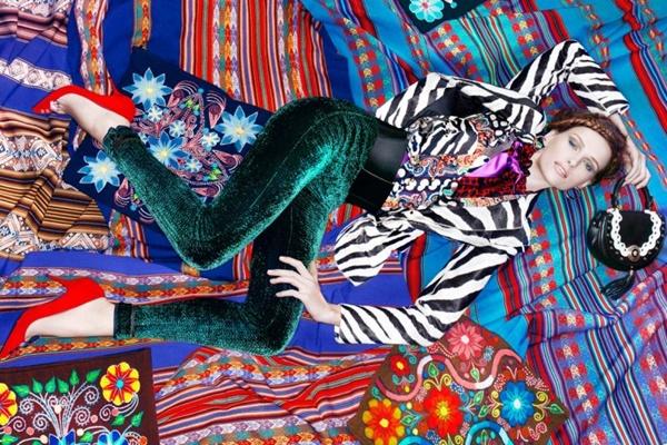 "slika 1010 ""Vogue Brazil"": Eksplozija boja"