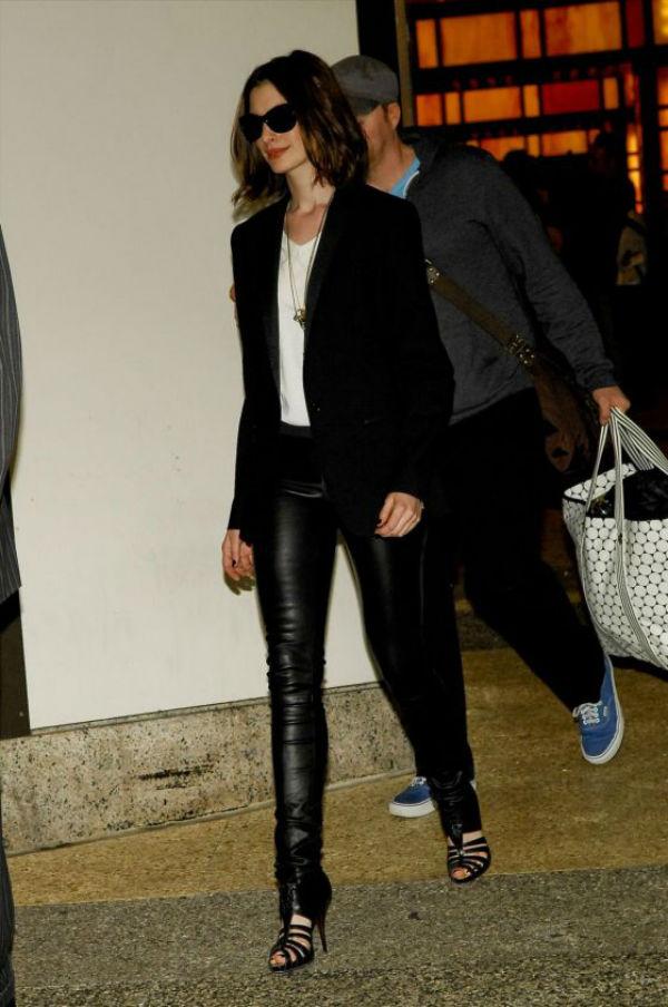 slika10 Street Style: Anne Hathaway