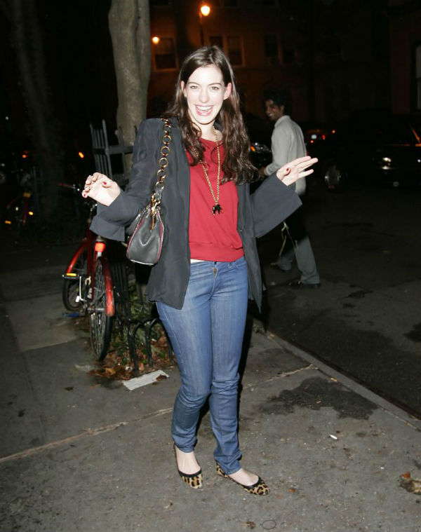 slika31 Street Style: Anne Hathaway