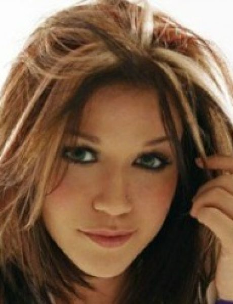 """The Best of Pop: Kelly Clarkson """"A Moment Like This"""""""