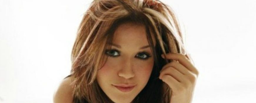 "The Best of Pop: Kelly Clarkson ""A Moment Like This"""