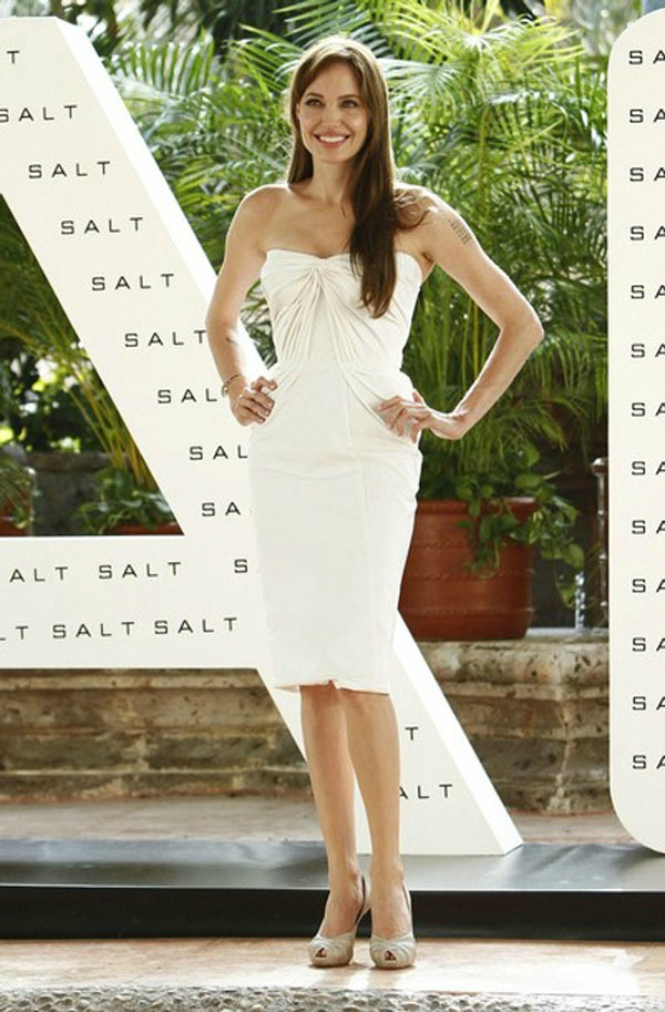 SLIKA 113 10 haljina: Angelina Jolie