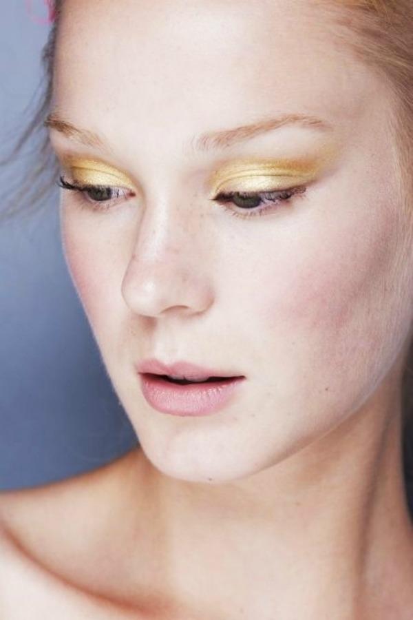 SLIKA 32 Sedam make up trikova za smeđe zelene oči