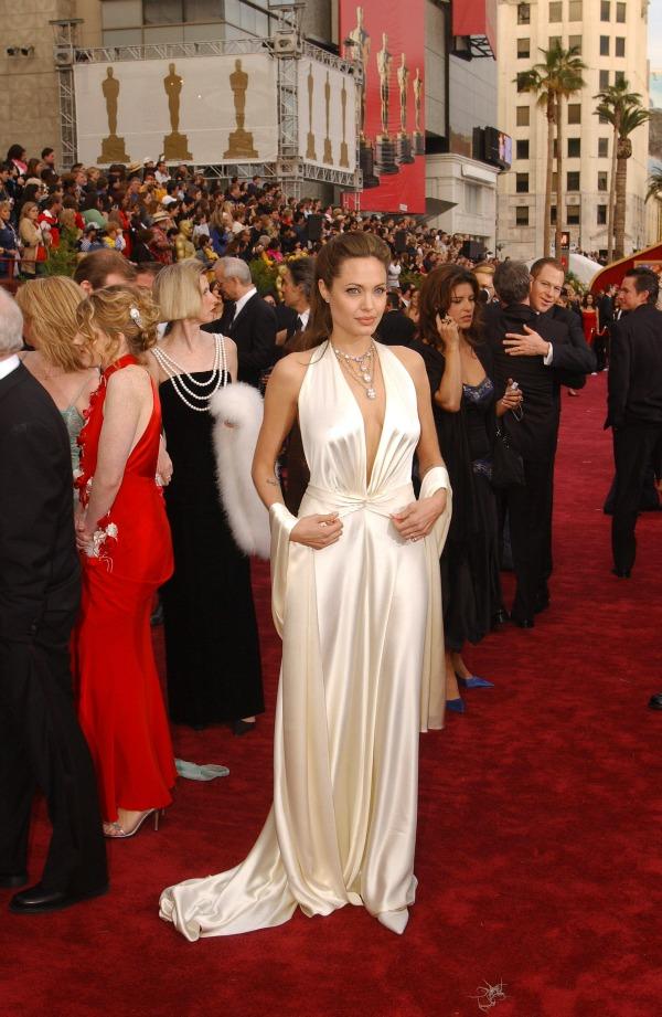 SLIKA 37 10 haljina: Angelina Jolie