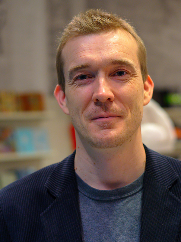 Slika 1 Dobrog pisca uvek krasi i neizostavni sarm Ovako to rade uspešni ljudi: David Mitchell, nema ideja bez ljubavi i mašte
