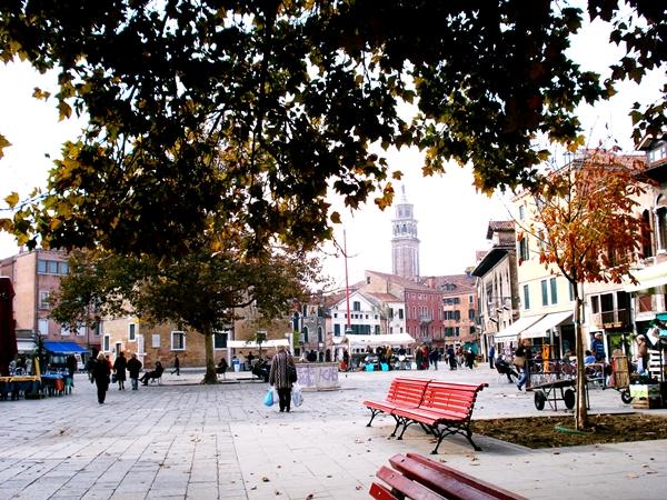 Slika 135 Trk na trg: Campo Santa Margherita, Venecija