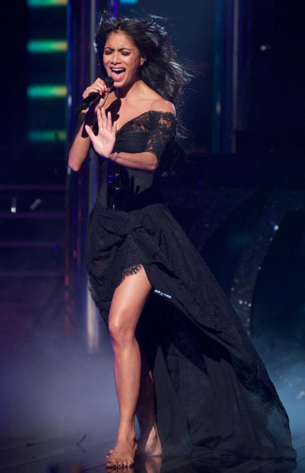 Slika 2 Nastup za pesmu Try with Me Mračne tajne Nicole Scherzinger