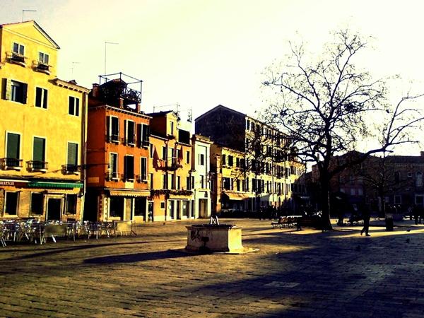 Slika 223 Trk na trg: Campo Santa Margherita, Venecija