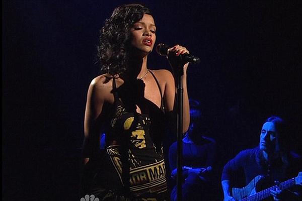"Slika 252 Rihanna iskreno moli uz novi singl ""Stay"""