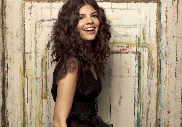 Slika 4 Niki raste u izuztenu umetnicu Stil moćnih ljudi: Nikki Yanofsky, rođena pod srećnom zvezdom