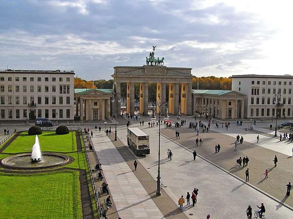 Slika23 Trk na trg: Pariser Platz, Berlin