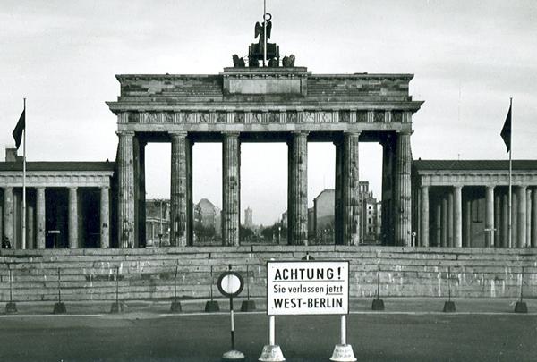 Slika32 Trk na trg: Pariser Platz, Berlin