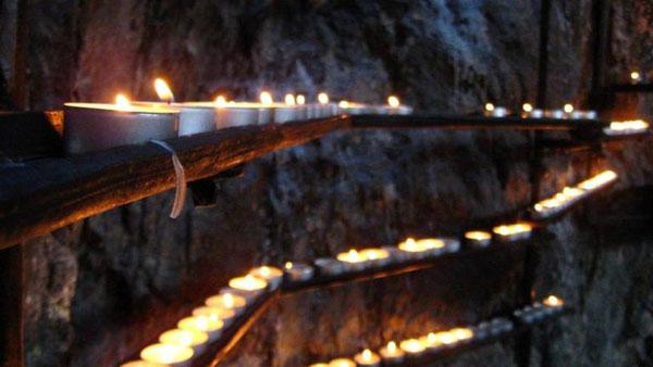 Svece odaju utisak prave crkve Hram roka u Helsinkiju