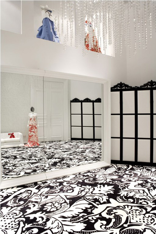 ogledalo koje se stapa sa poyadinom Ko je Lady Gaga u svetu dizajna enterijera?