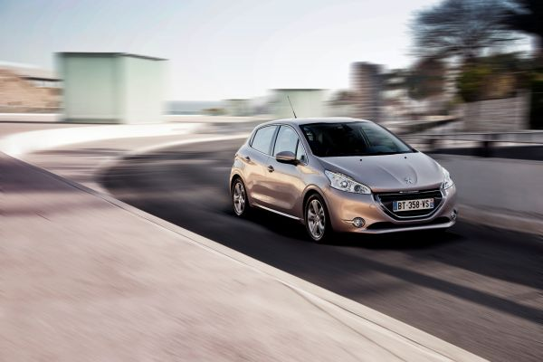 p2 200 km/h: Peugeot 208 po ukusu svih