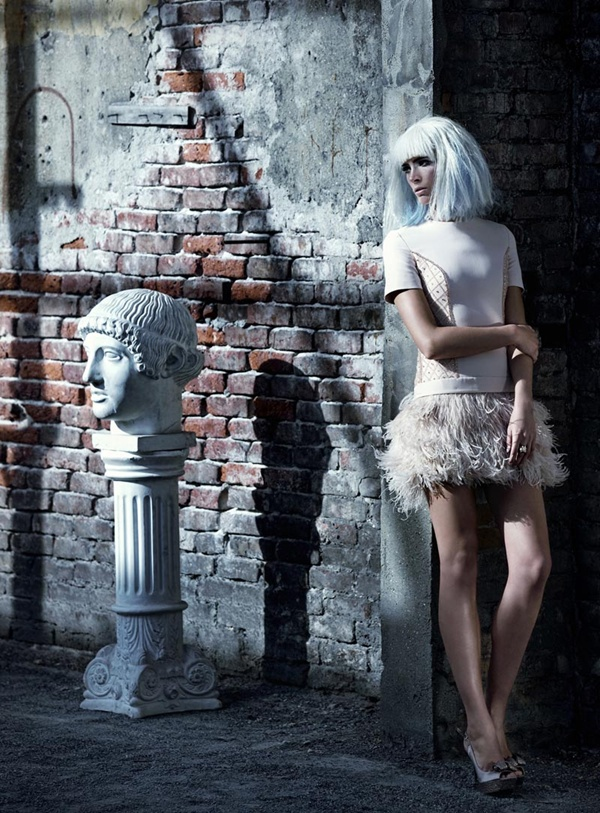 """slika 108 """"Elele"""": Usamljena, glamurozna lutka"""