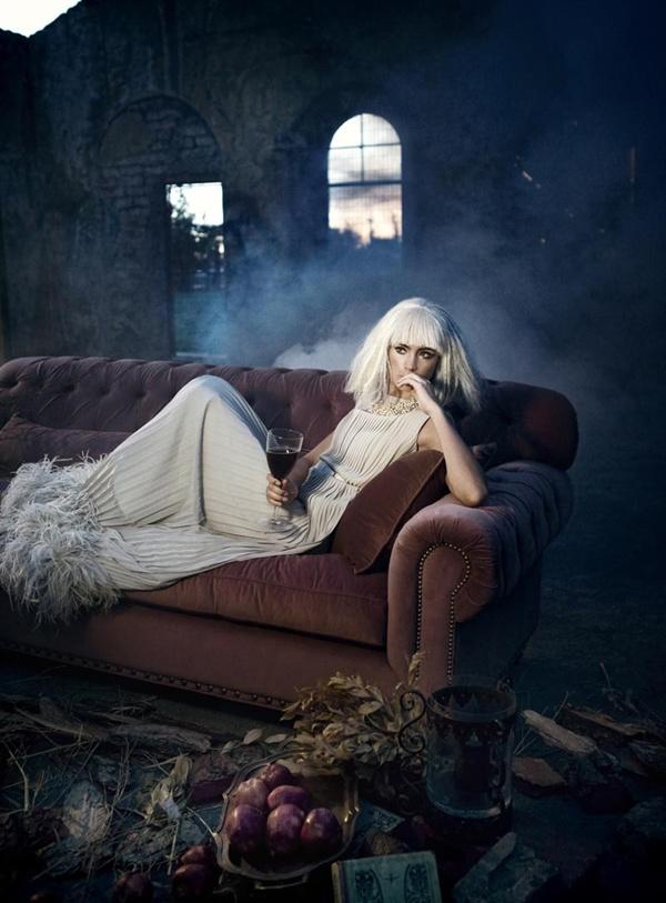 """slika 522 """"Elele"""": Usamljena, glamurozna lutka"""
