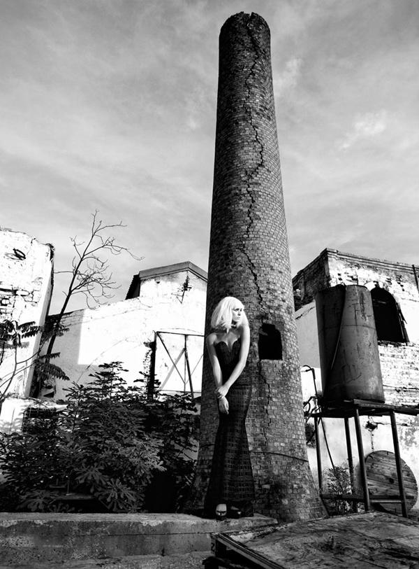 """slika 615 """"Elele"""": Usamljena, glamurozna lutka"""