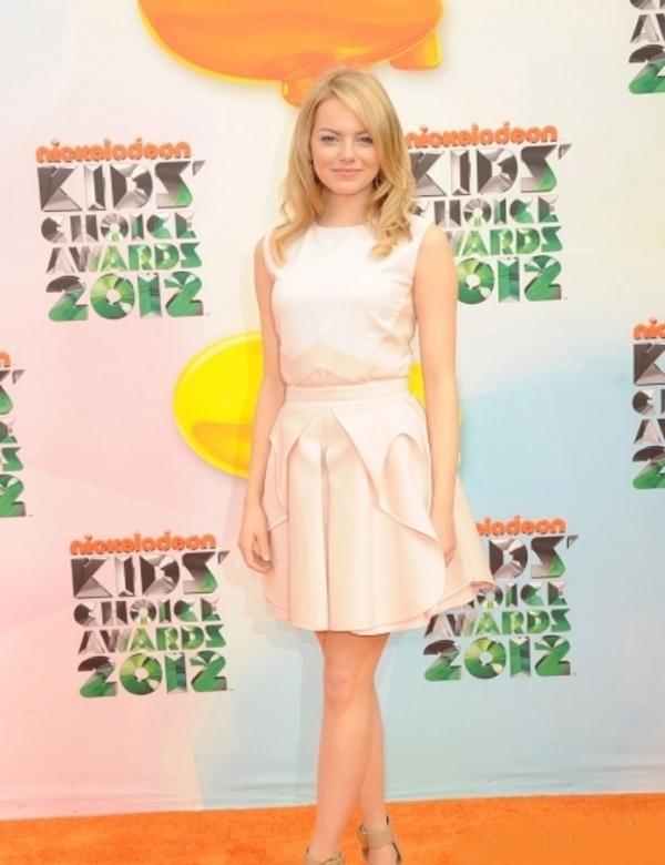 slika103 10 haljina: Emma Stone