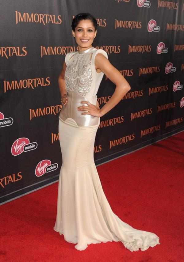 10.3 10 haljina: Freida Pinto