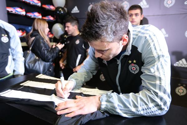 151 Adidas okupio fanove i igrače Partizana