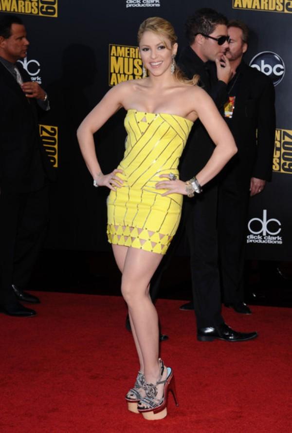 2.14 10 haljina: Shakira