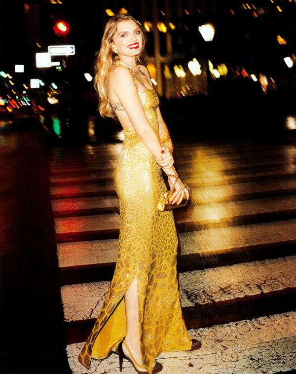 "233 ""Harper's Bazaar US"": Devojka sa crvenim karminom"
