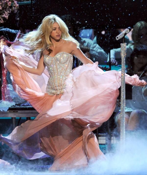 4.12 10 haljina: Shakira