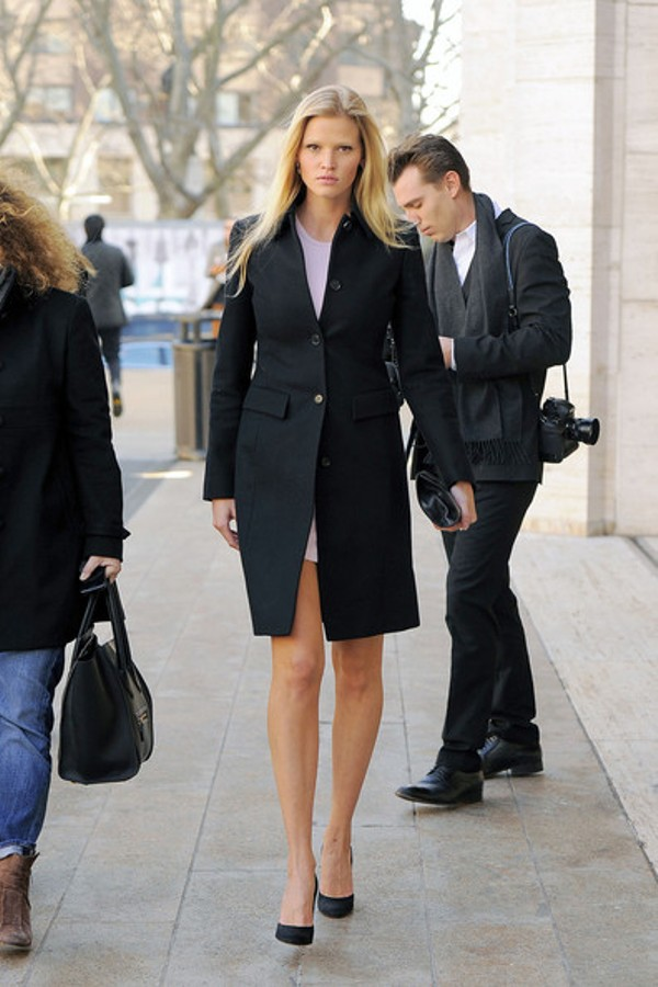 6.9 Street Style: Lara Stone