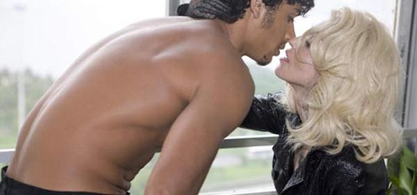 64416 MadonnaInternajpg Striptiz za pismene: WTF is MILF?