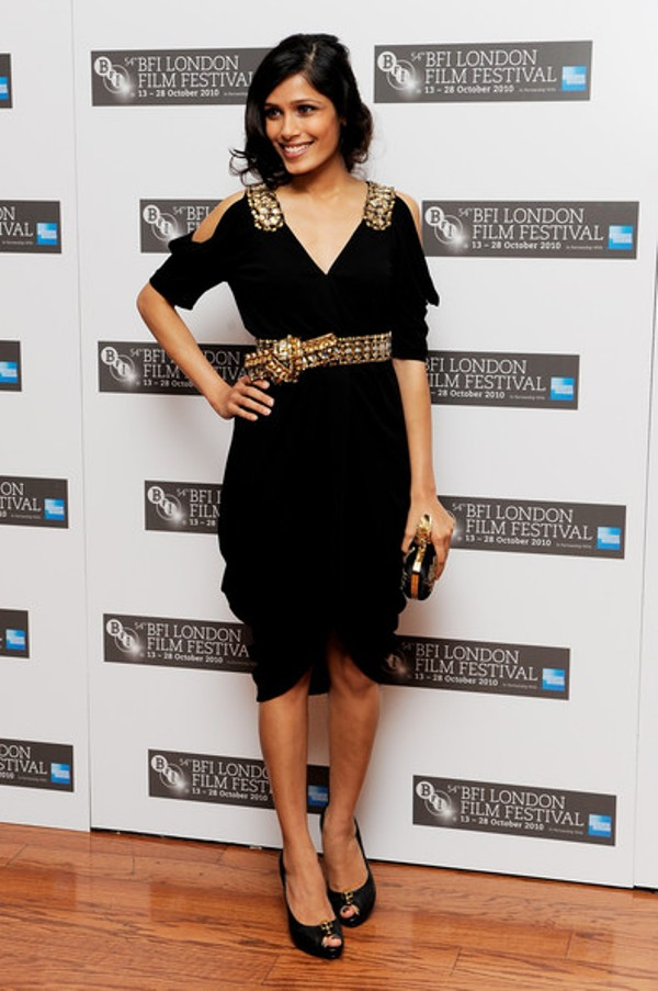 7.5 10 haljina: Freida Pinto