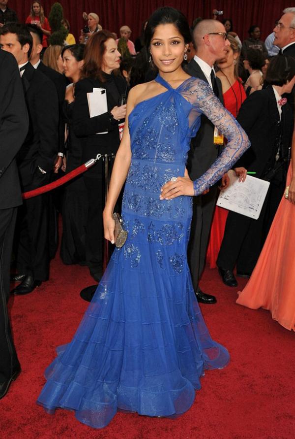 8.5 10 haljina: Freida Pinto