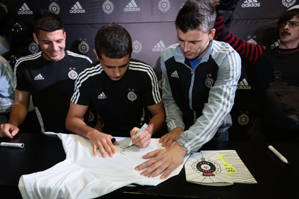 81 Adidas okupio fanove i igrače Partizana