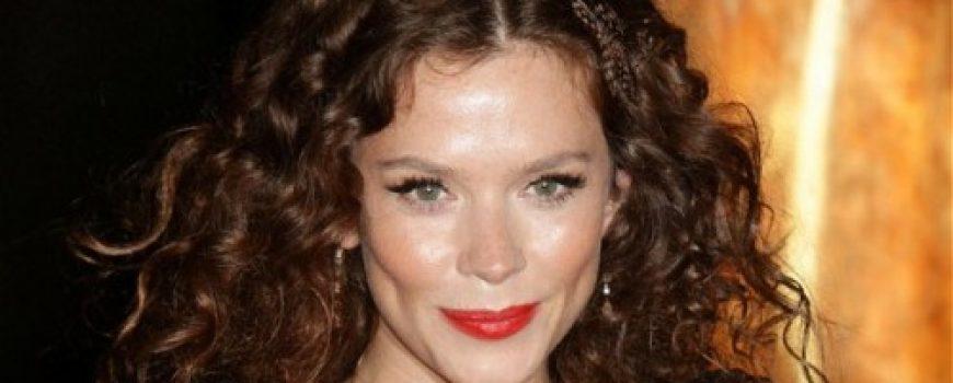 Celebrity stil dana: Anna Friel