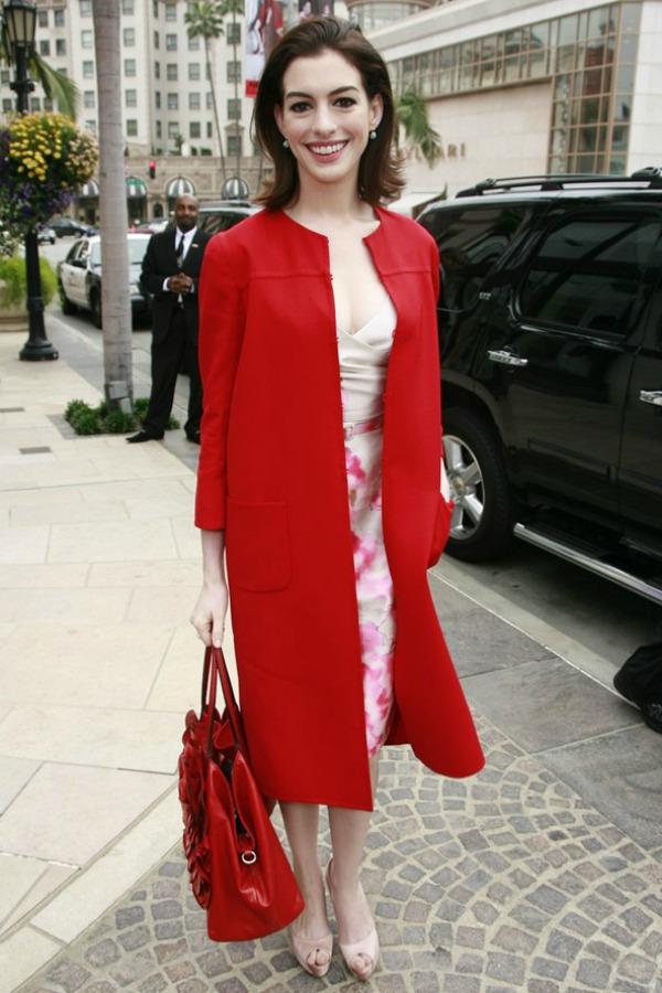 SLIKA 211 Modni dvoboj: Anne Hathaway vs. Amanda Seyfried