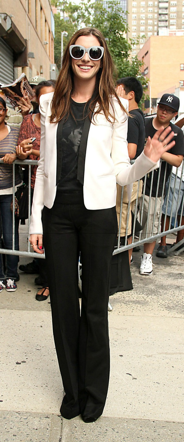 SLIKA 310 Modni dvoboj: Anne Hathaway vs. Amanda Seyfried