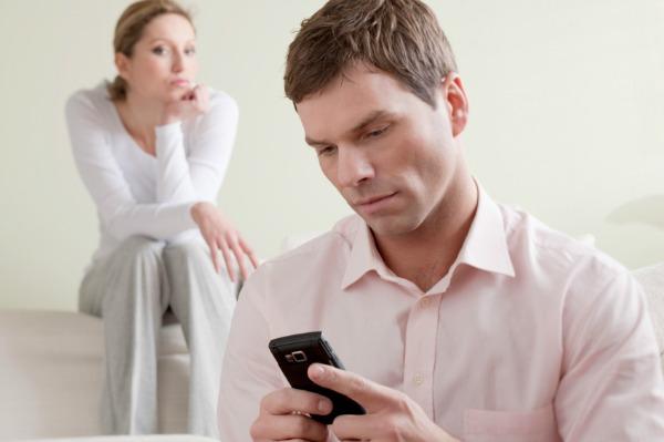SLIKA 35 Kako reagovati ako se vaš dečko dopisuje sa drugim devojkama