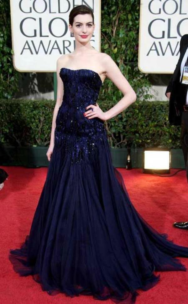 SLIKA 59 Modni dvoboj: Anne Hathaway vs. Amanda Seyfried