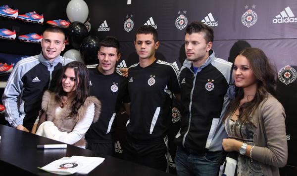 Slika31 Adidas okupio fanove i igrače Partizana