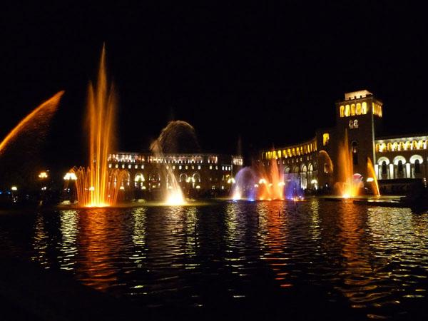 Slika36 Trk na trg: Հանրապետության հրապարակ, Jerevan