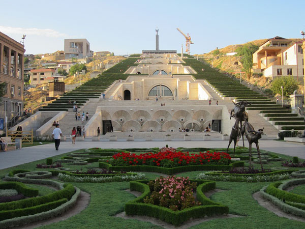 Slika44 Trk na trg: Հանրապետության հրապարակ, Jerevan