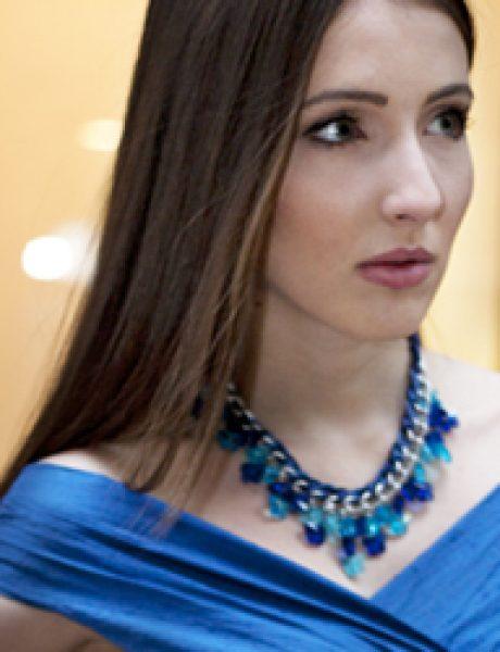 Novogodišnji modni predlog Emilije Petrović: Magična plava