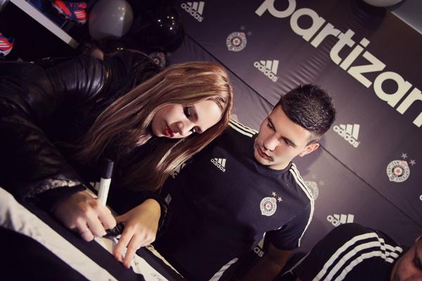 slika4 Adidas okupio fanove i igrače Partizana