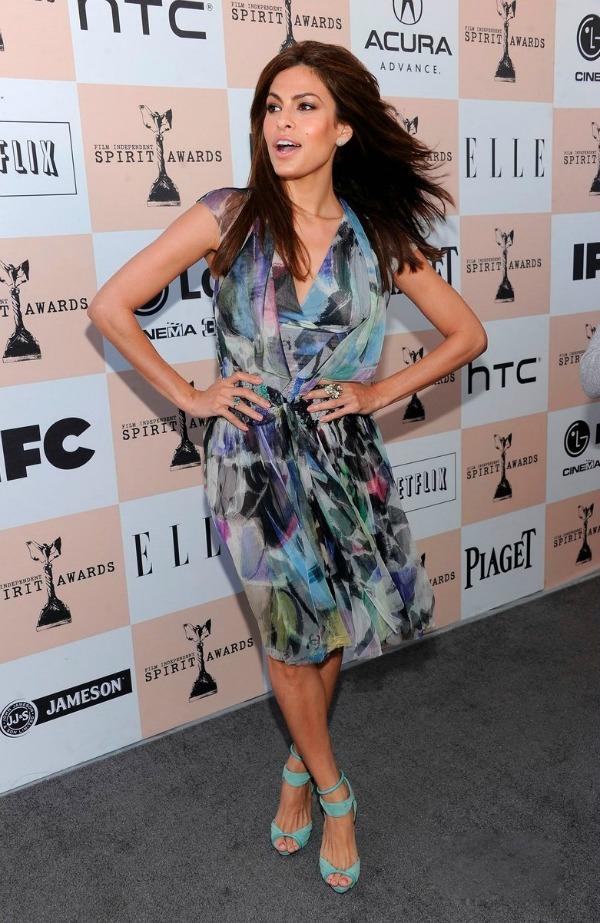 101 10 odevnih kombinacija: Eva Mendes