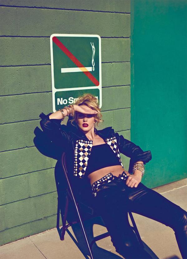 "43 ""Harper's Bazaar Turkey"": Sunčana strana ulice"