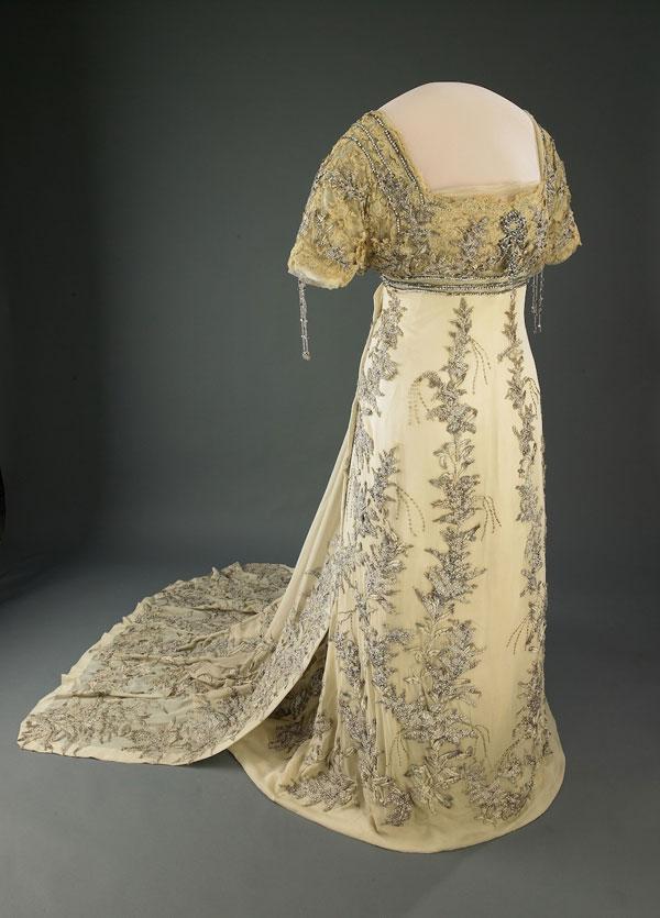 812 Najlepše haljine prvih dama