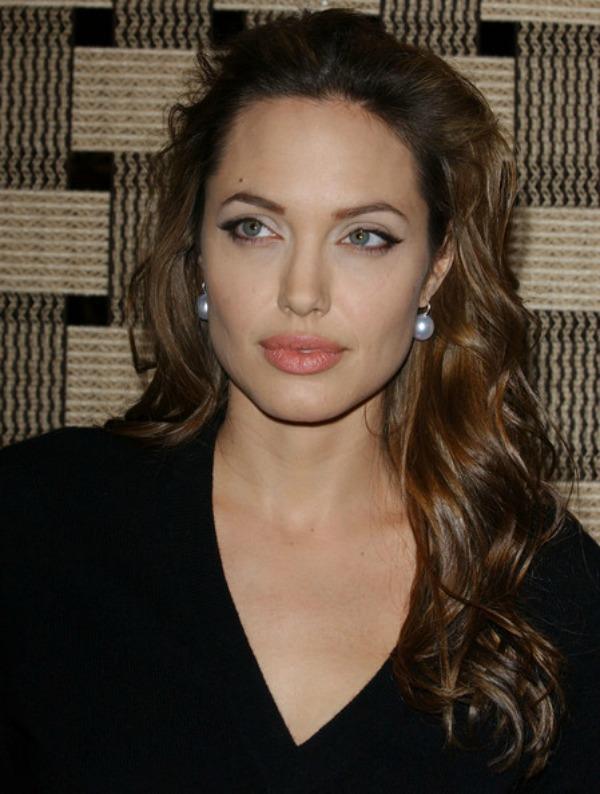 SLIKA 10 Stil šminkanja: Angelina Jolie