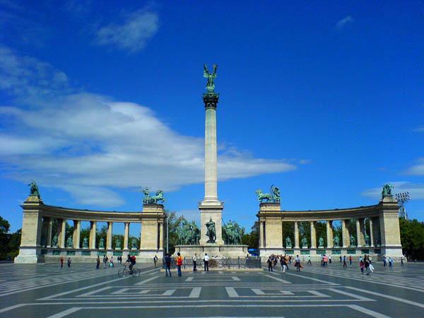 Slika 195 Trk na trg: Hősök tere, Budimpešta